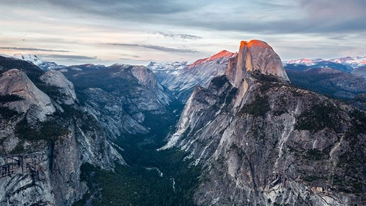 View over Yosemite National Park from Glacier Point